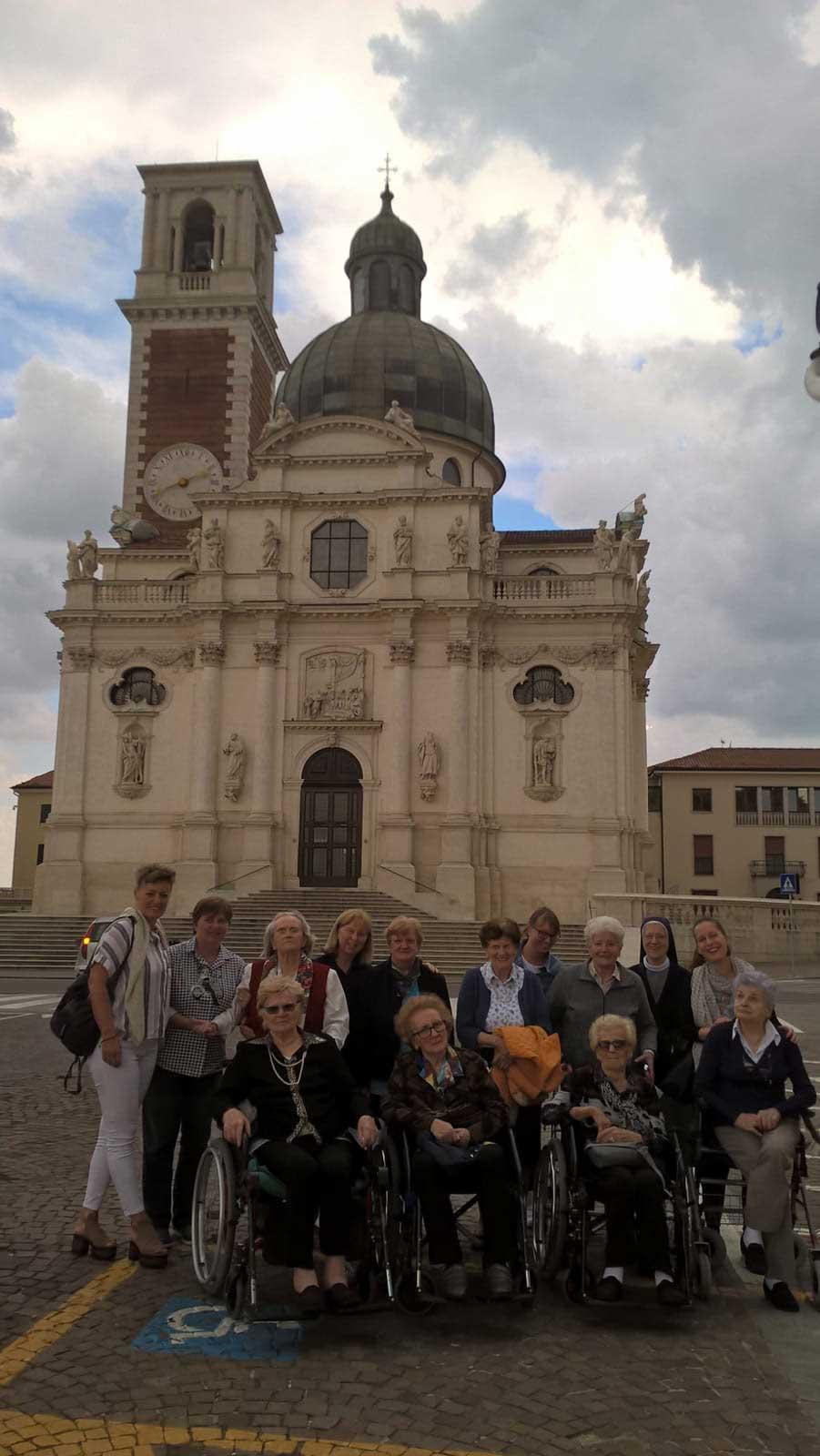 Foto davanti alla basilica di Monte Berico